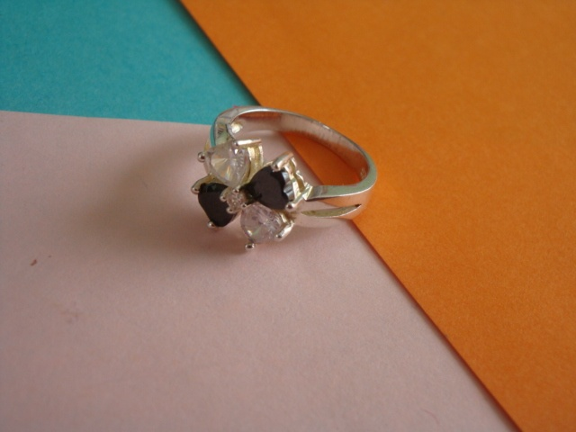 Material: silver and zircon