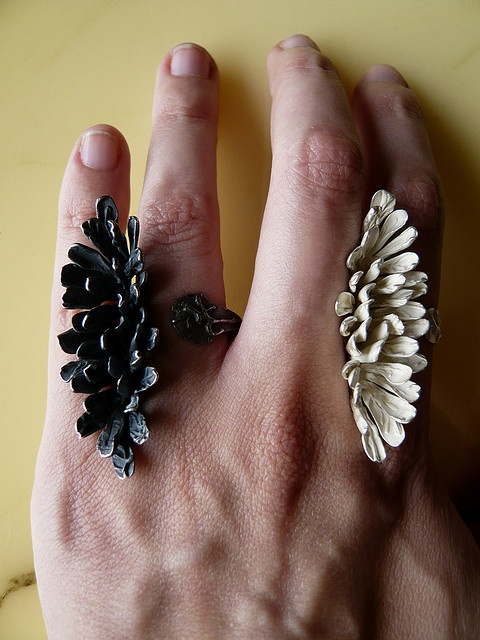 Rings   Elvira Hdez. Mateu.  Sterling silver and oxidized sterling silver.