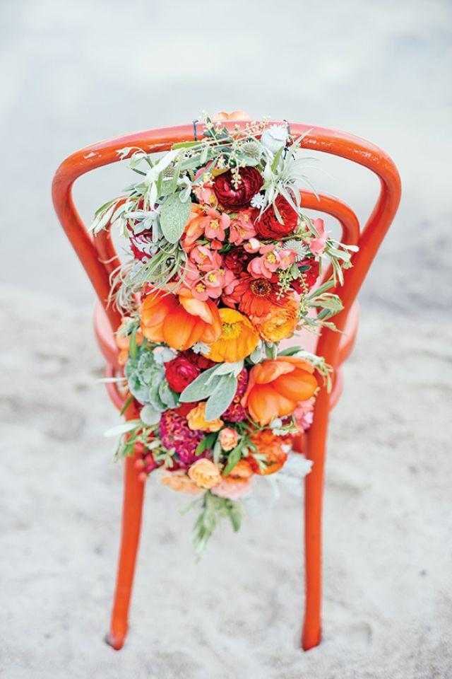 Bruiloftsdecoratie trend 5: versier alles met bloemen #bruiloft #trouwen #trends #decoratie #2015 #wedding Lees alle decoratie trends 2015 op ThePerfectWedding.nl   Credit: Angelika & Artur Pfeifer photography