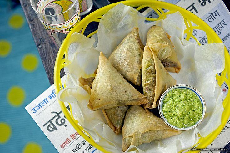 Att laga Indisk mat tycker jag är fantastiskt roligt och inte minst lika gott! När vi var på taste of Stockholm åt vi vegetariska samosas hos Indian garden som var jätte goda. Då bestämde vi oss för att prova göra våra egna. Jag lovar det är inte svårt alls!