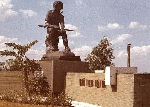 Nghĩa Trang Quân Đội Biên Hòa. Tượng THƯƠNG TIẾC