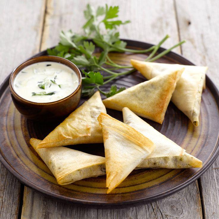 Découvrez la recette Mini samosas au chèvre frais sur cuisineactuelle.fr.
