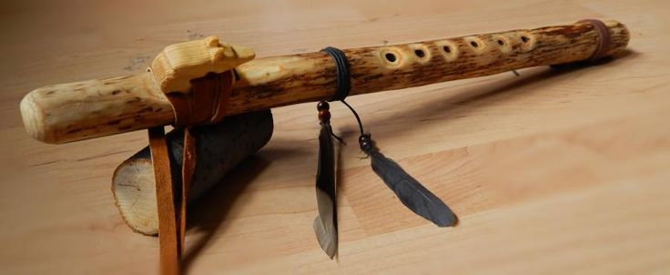 Native American style flute made of very straight spruce branch. I've re-used the wolf block/fetish from a larch flute. The flute is in the key of G.