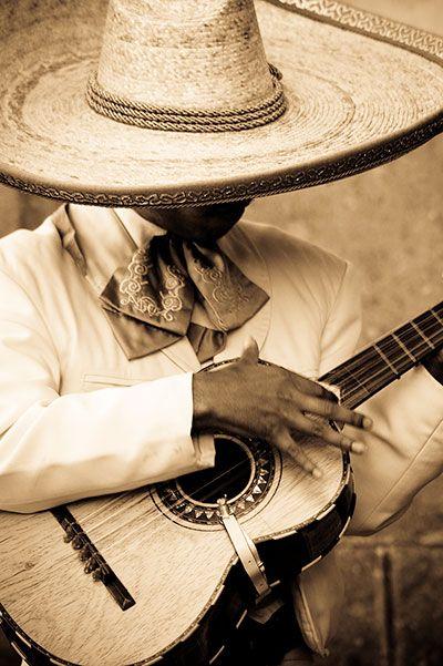 El mariachi es música tradicional y un elemento fundamental de la cultura del pueblo mexicano. Foto de Salted Herring.