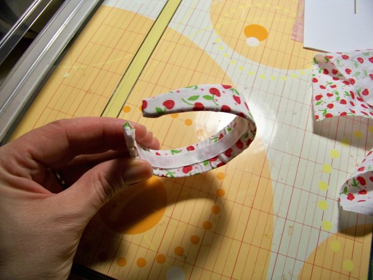 Does your doll need a new headband? Check out this easy DIY tutorial!