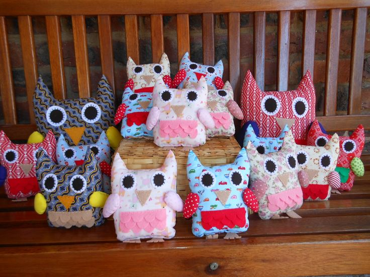 Lots of owls in various colours and patterns!
