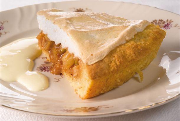 Marenkinen omenakakku ✦ Viikonloppuisin on mukava leipoa, kun on enemmän aikaa. Yllätä perheesi tai ystäväsi tällä marenkisella omenakakulla. http://www.valio.fi/reseptit/marenkinen-omenakakku/