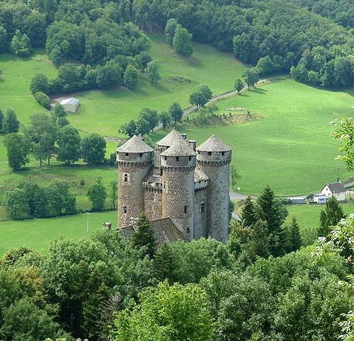 Château d'Anjony, Tournemire, Cantal département, Auvergne, France. www.castlesandmanorhouses.com The Château d'Anjony is known in Occitan as the Chastèl d'En Jòni, (the Castle of Lord Jòni). It is located in a strategic position on the Tournemire...