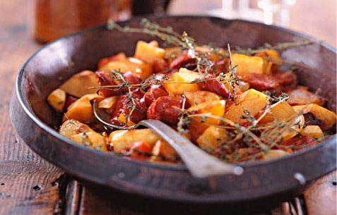 Πατάτες και λουκάνικα στο φούρνο