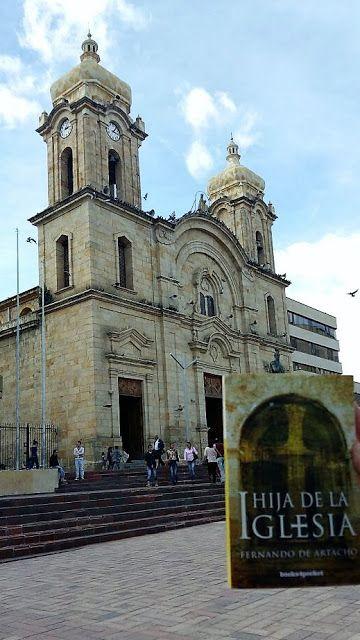 The bookcase of two little bookworms: Hija de la Iglesia - Fernando de Artacho - Review