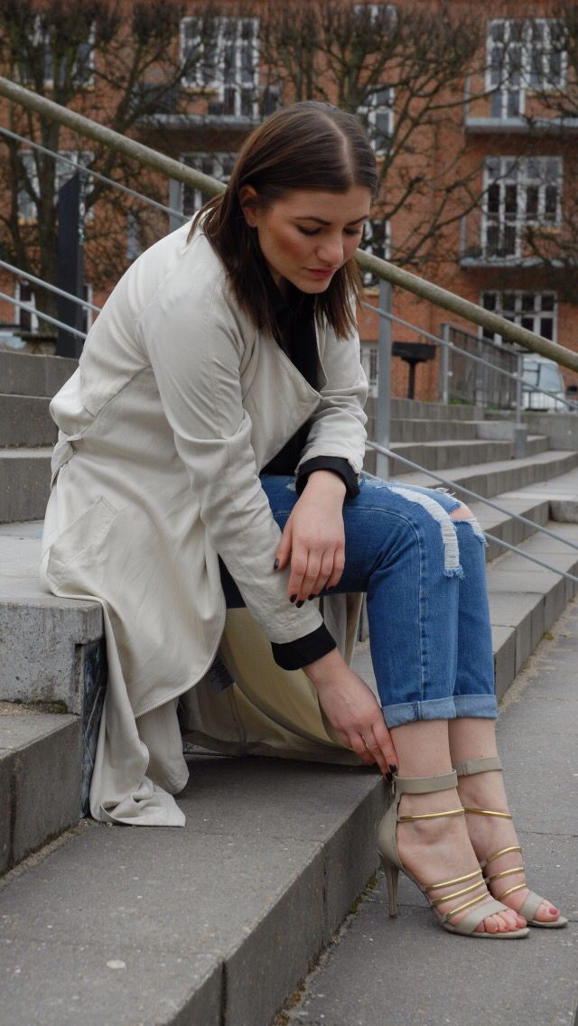 Strappy sandals mixed with boyfriend jeans  love this outfit
