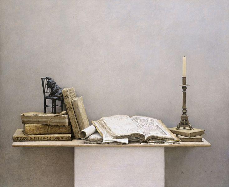 Βιβλία και ένα κηροπήγιο