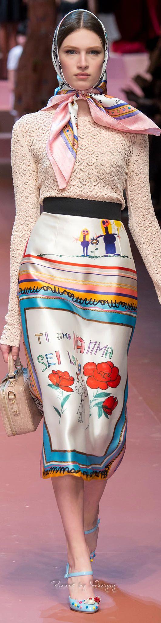Dolce & Gabbana.Fall 2015.....con due foulards cuciti insieme si può fare la gonna :-)