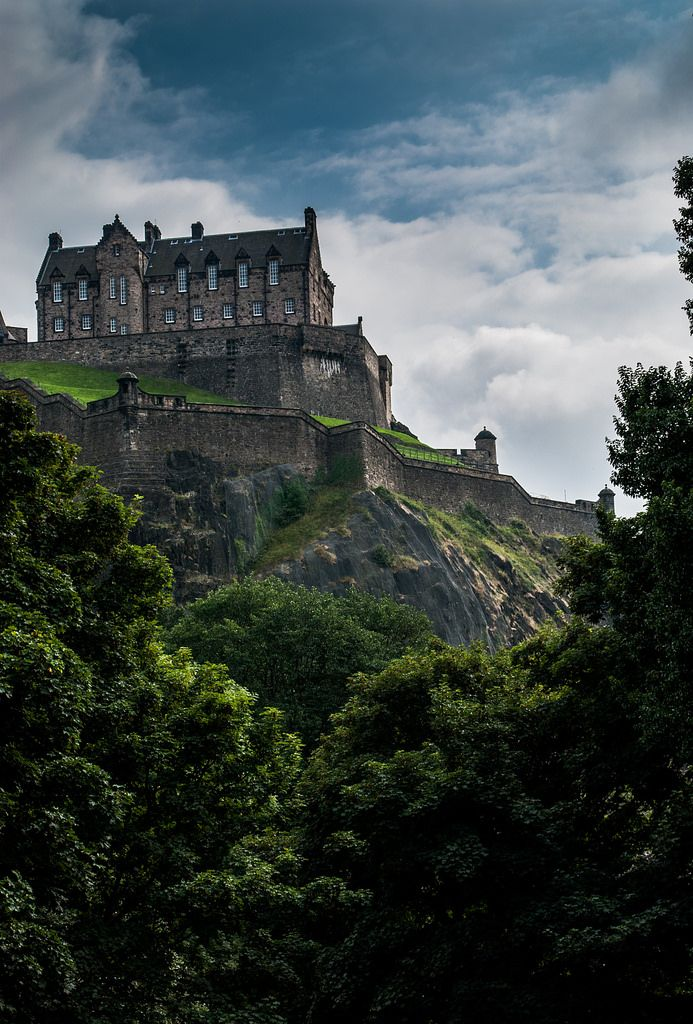 Edinburgh Castle, Scotland (by Korz 19)