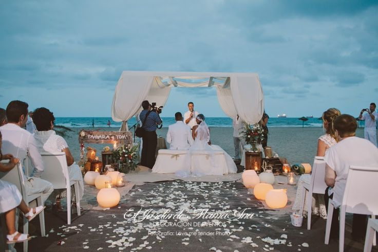 bodas mirando al mar: La boda en el arrecife Altar para una boda civil en la playa. Decorado por #ElJardíndeMamaAna. #bodacivilplaya #boda #bodaplaya #bodaValencia