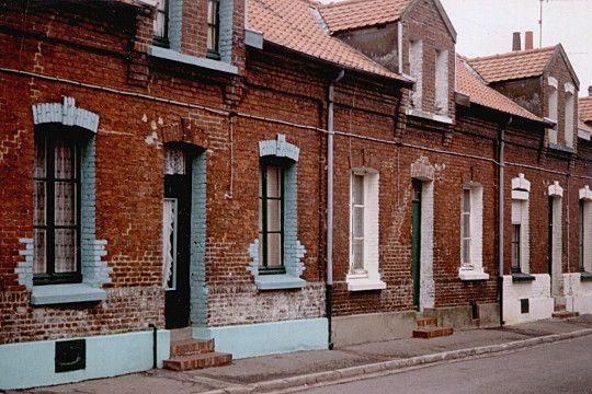 Corons maisons ouvri res situ es proximit des usines du bassin minier du nord de la france for Maison prefabriquee nord pas de calais