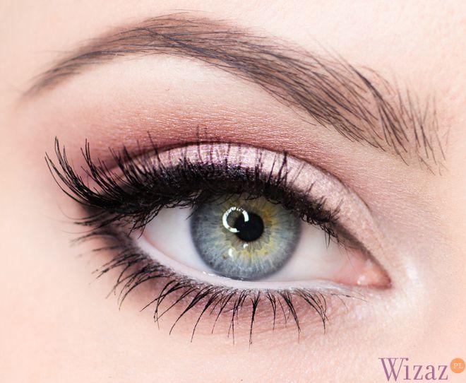 Fresh and natural eye makeup