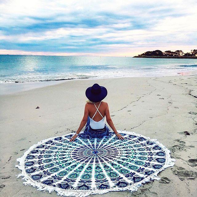 En rund mandala i myk bomull er perfekt til picnicer, stranddager eller for å ha rundt deg mens du ser på solnedgangen.  Pris: cirka 385 kroner