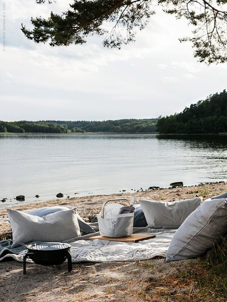 Picnic on the beach. Styling Pella Hedeby, Photographer Sofi Sykfont