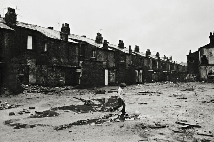 Salford, photo by Bryn Campbell, 1974 : street photography