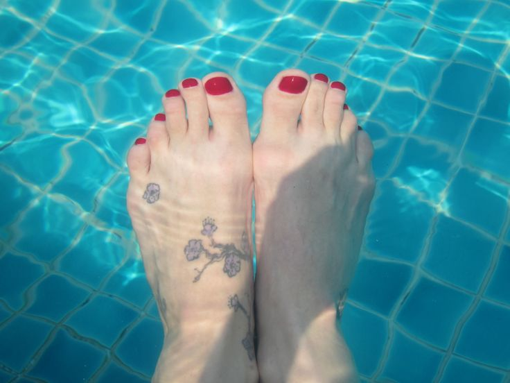 swimming pool feet