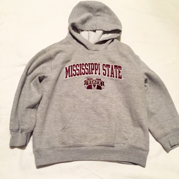 ✨REDUCED✨ Girls Sz 6/6x heavy and very warm! Support your fav football team. This pullover is like new and is very thick and warm. DONT MISS THE SALE #noflaws #clearance #sale #pullover #gray #msstate #football #girls #nwot #clearance #reduced Sweaters