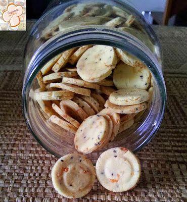 Biscoitos salgados de chia - substituí o ovo por aquafaba.