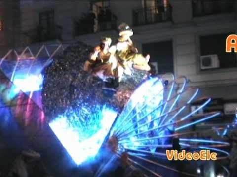 Un vídeo del Nivel B1/B2 para conocer las costumbres navideñas en España de la Nochevieja, los reyes magos y los villancicos.