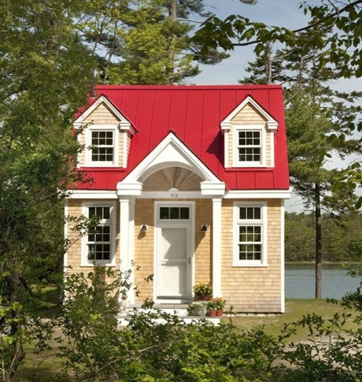 Tour the beautiful oceanside retreat in freeport maine for Maine cottage house plans