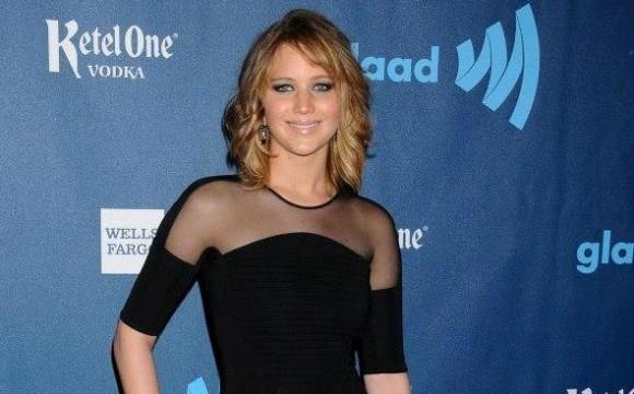 a Jennifer stanno benissimo i capelli corti