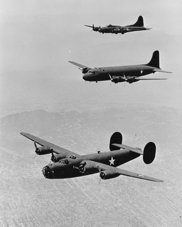 Three legendary US planes from WW2: Consolidated B-24 Liberator, Douglas DC-4, and Boeing B-17 Flying Fortress.