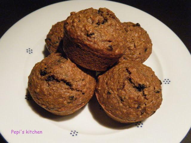 Μάφινς ολικής αλέσεως με βρώμη και blueberies  http://pepiskitchen.blogspot.gr/2011/05/muffins-blueberies.html