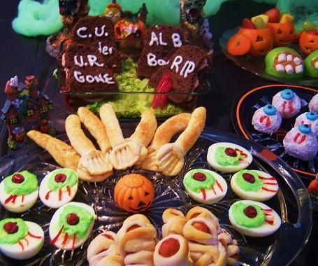 Here is a great list of what to make for great Spooktacular Fun!    I just love to create spooky treats for the kids... the fun is almost here!  Some fascinating idea's here!  Your never too old for an adult Halloween Party!