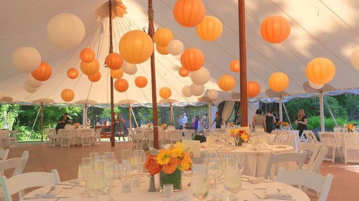 Oranje lampionnen ter decoratie van je evenement  Eventstyling Decoratie Lampion Tent Design Styling Wedding Paperlanterns Trouwen Huwelijk  Oranje Lampion Inspiratie www.lampion-lampionnen.nl