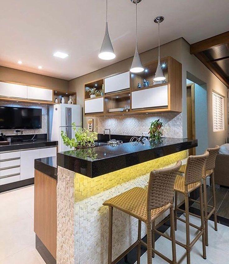 """834 curtidas, 10 comentários - Espaços decorados (@espacos.decorados) no Instagram: """"Uma cozinha em tons neutros é sempre bem vinda! Autoria de Studio Live via  @diacriativo…"""""""