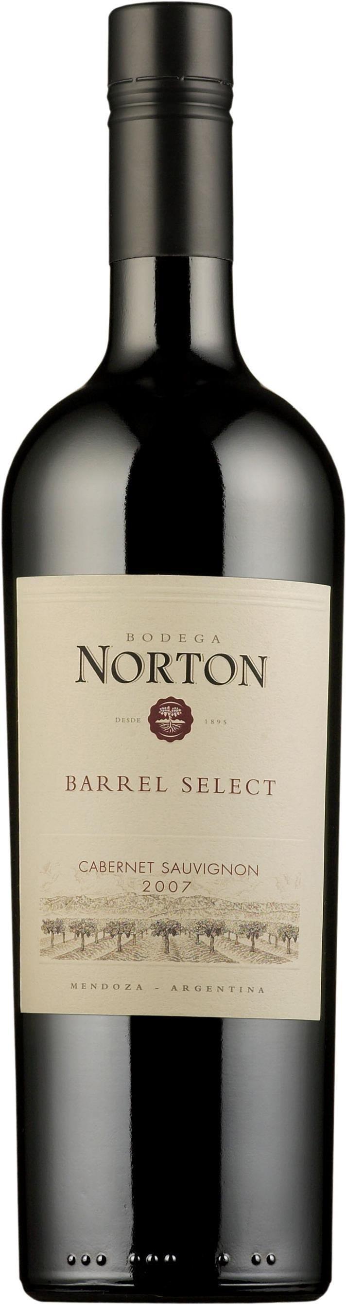 Norton Barrel Select Cabernet Sauvignon 2014 punaviini argentiina 4/5 löytö 10,95 Tummasävytteinen tuoksu on kypsän marjainen, muistuttaen muun muassa mustaherukoita. Tuoksussa on myös maanläheisiä ja paahteisia piirteitä. Suuntäyttävä maku seuraa aromeiltaan tummaa tuoksua. Viini on reilun hedelmäinen ja tästä johtuen pyöreän pehmeä. Suutuntuma on varsin kiltti. Savuisia piirteitä, makeaa mausteisuutta. Nielua lämmittävä jälkivaikutelma on pitkä ja harmoninen. Ruokasuositus: Tummat…