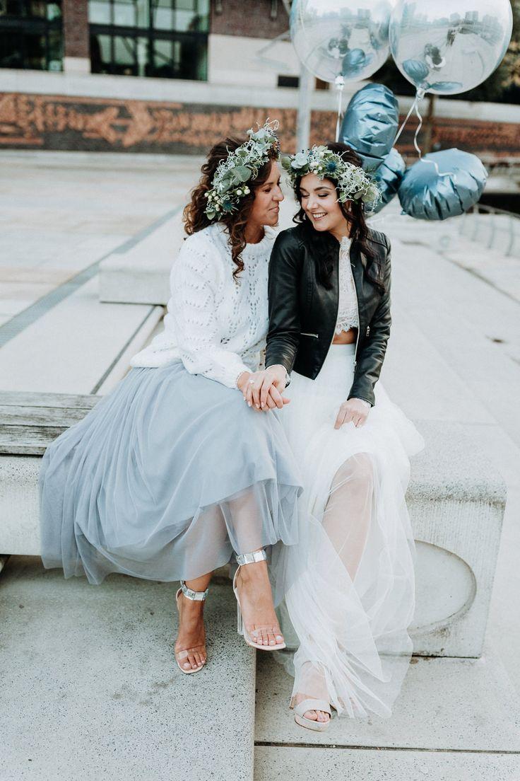 Brautkleid lässig urban mit LEderjacke 'brautkleid #style #bridalstyle #outfit #braut Eine Brautparty oder JGA in Hamburg | Hochzeitsblog The Little Wedding Corner