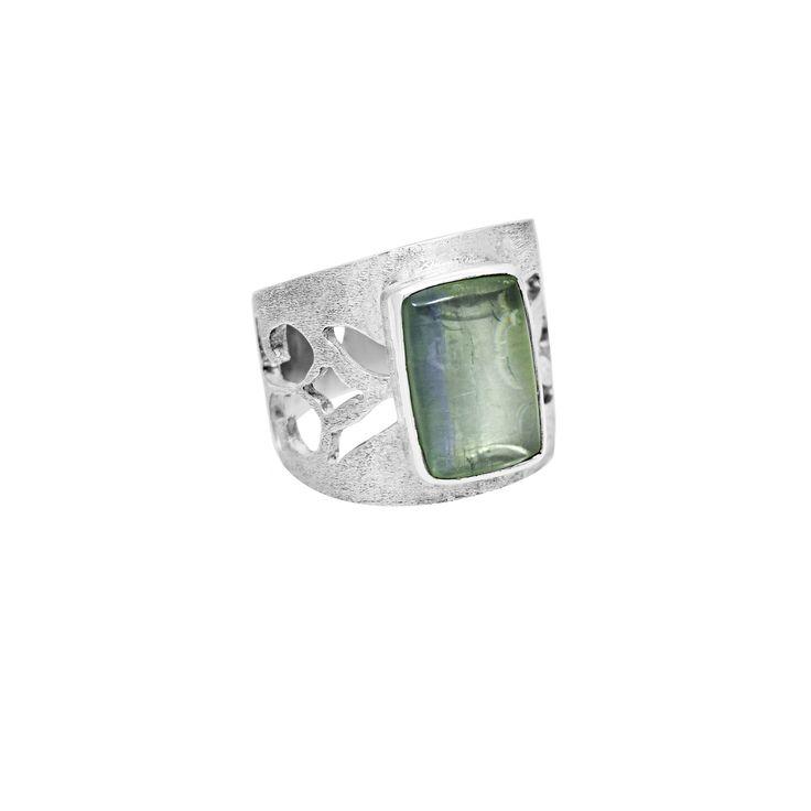 Anillo calado en plata 950 con labradolita  http://sarahkosta.com/producto/anillo-calado-con-labradolita/