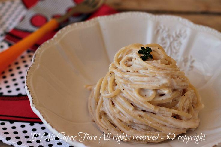 Spaghetti alla crema di tonno ricetta primo piatto veloce e facile.Crema frullata a crudo,si prepara in meno di 5 minuti.Ottima anche sui crostini e tartine