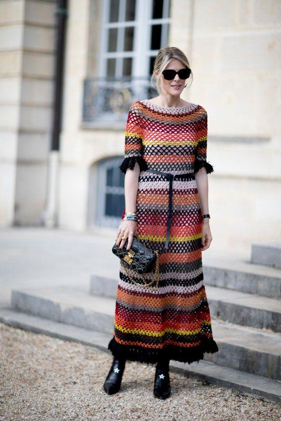 Bold Stripes Outfit: buntes Strickkleid, perfekt für den Herbst / Best Street Style Looks of PFW Spring 2018