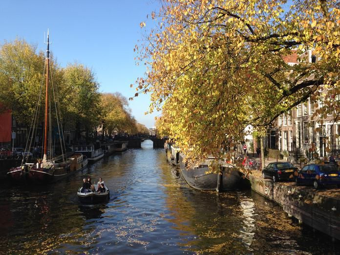 Top 5 Canal Boat Rentals in Amsterdam - Awesome Amsterdam - There really is no better way to spend a sunny day than boating on Amsterdam's lovely waterways with friends or family. Here are a few of our favorite canal boat rental companies in Amsterdam.