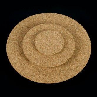 CÍRCULOS DE CORCHO - Otra de las formas en que se comercializa el corcho son los círculos. Para manualidades de todo tipo, como posavasos o salvamanteles y como elemento para crear maquetas.