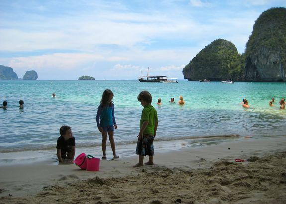 kids-beach-krabi-thailand