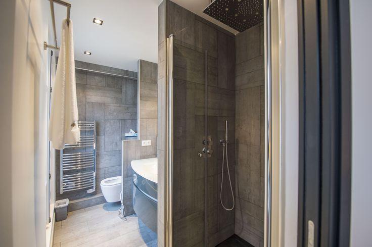 Une autre vue de la salle de bain avec création d'une douche à l'italienne