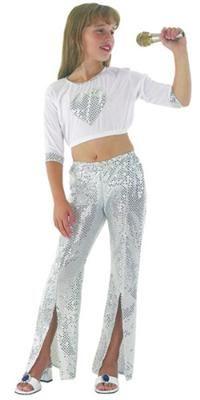 Disco Star Kostümü, Lüks 7-9 Y Parti Kostümleri - Kız Çocuk Parti Kostümleri Gösteri Kostümleri; Parti Kostümleri: Kostümlü Parti, Kıyafet Balosu, Okul Gösterileri, Disco Temalı Doğum Günü Partileri için ideal kostüm.  Gümüş payet detaylı, lastikli kısa bluz ve belden lastikli, dizden aşağı yırtmaçlı, pul payetli tülden imal edilmiş pantalon.