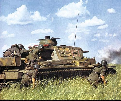 panzer III tank and german infantry of the 1st Panzer Division during operation barbarossa (1941)