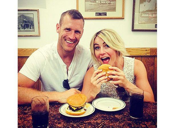 Julianne Hough and Boyfriend Have a Burger Date in Idaho http://greatideas.people.com/2014/08/13/julianne-hough-boyfriend-burgers/