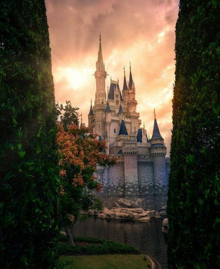 Epingle Par Leonore Morel Sur Dessins Disney Images Romantiques Chateau Fantastique Fond D Ecran Telephone