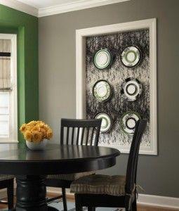 Mais uma vez o cinza... e adorei o enquadramento para os pratos de colecção!  quadro como destaque