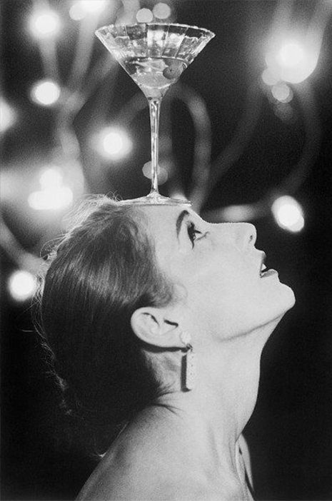 Audrey Hepburn. Omg! I want this picture for my bar area!